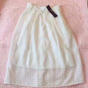 Hot Gal White Net Flare Skirt